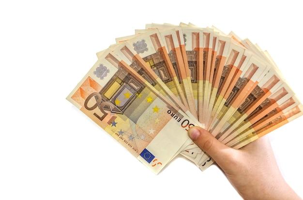 白い背景の上の女性の手でユーロ紙幣