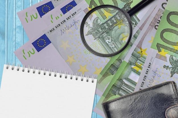 青い背景のユーロ紙幣