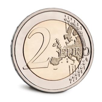 Евро монеты на белом фоне