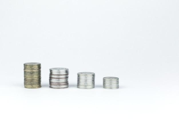 Монета евро стеки на белом фоне.