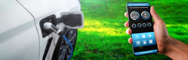Зарядная станция для электромобилей с мобильным приложением, отображающим статус зарядного устройства