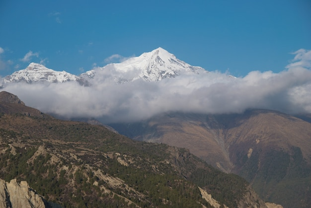 山での夜。ネパール、アンナプルナサウス