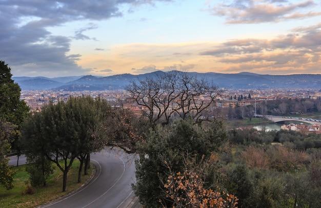 저녁 피렌체 도시 상위 뷰 이탈리아, arno 강에 토스카나입니다.