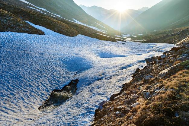 Вечерний горный ручей и закат (возле тиммельсйох - высокогорная альпийская дорога на итальянско-австрийской границе)