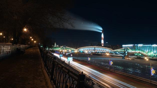 Evening view of the moscow river  krasnopresnenskaya embankment.
