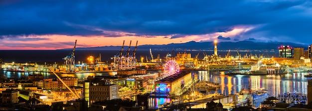 イタリアのジェノヴァ港の夕景