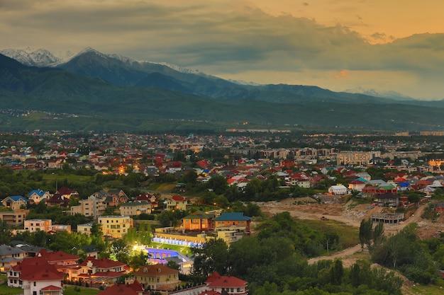 アルマトイカザフスタンの街の夜景