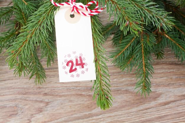 12月24日の常緑樹とクリスマスタグ