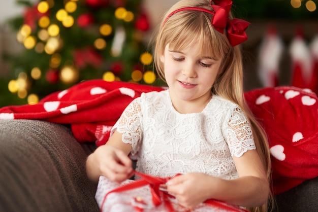 誰もがクリスマスプレゼントを見つけることができます