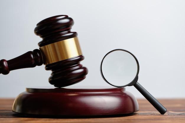 법정에서 증거 검토 개념