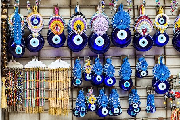 Дурной глаз - турецкий амулет на базаре в стамбуле