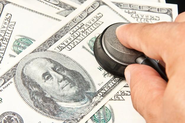 米ドルの検査