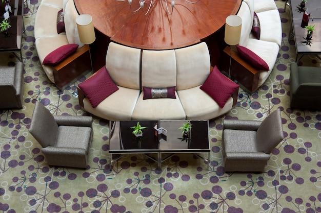 5つ星ホテルのロビーのエレガントなレイアウトの例-ヨーロッパ