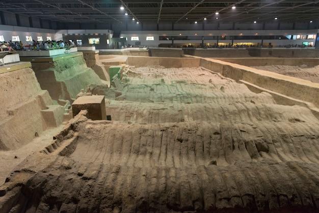 Участок раскопок в музее армии армий терракотта, сиань, шэньси, китай.
