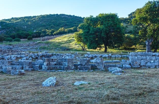 古代都市の発掘。夏の夕景。