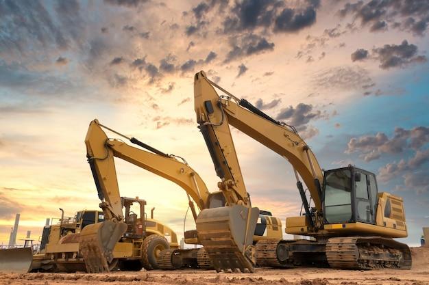 建設現場での掘削機