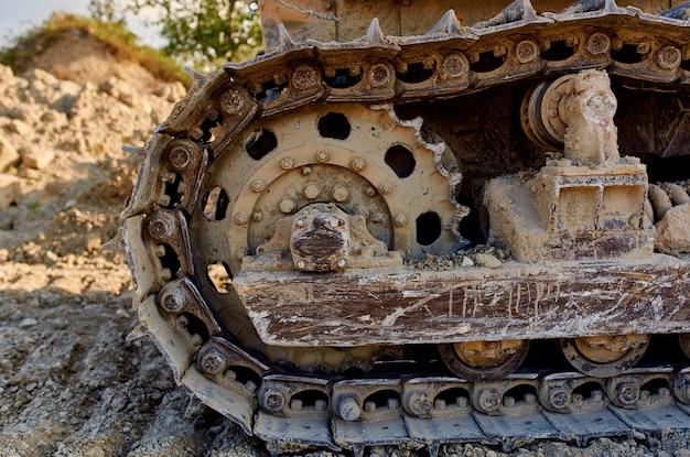 掘削機のグラウンドレベリングは大きな機械に乗る