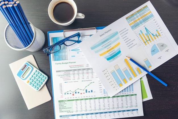 グラフと表グラフの財務データを含むexcel統計スプレッドシートビジネス分析グラフ統計