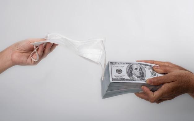 Обмен денег на защитные маски