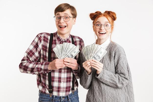 学校のオタクの興奮したカップル