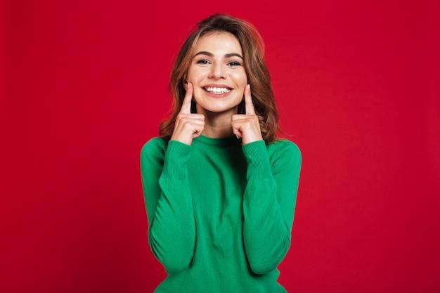 Excited счастливая молодая милая женщина
