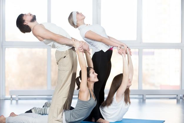 Esercizio per la colonna vertebrale con il partner