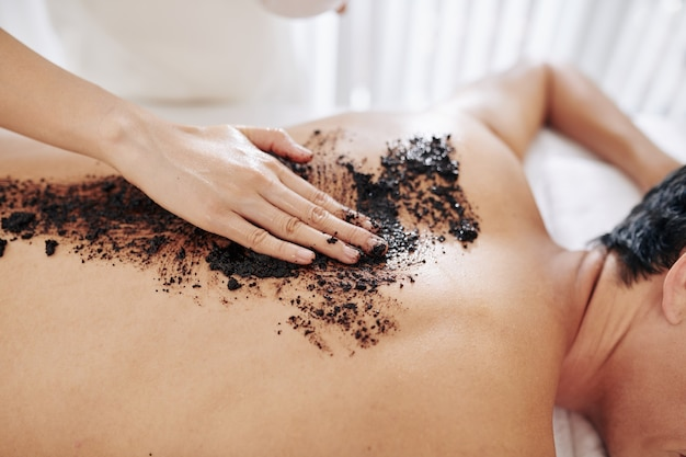 Exfoliating back with coffee scrub