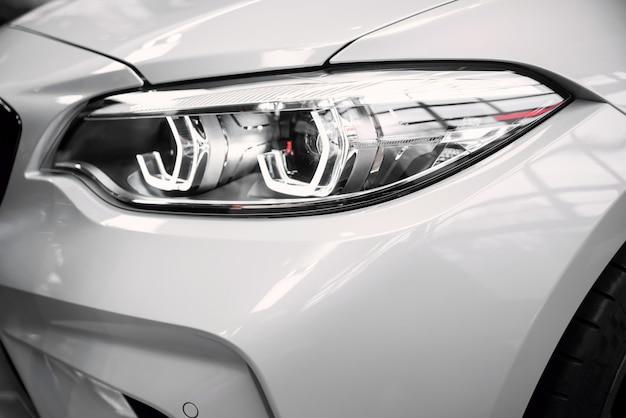 Bmw welt에서 새로운 자동차 모델 전시.