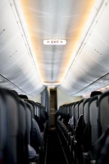 航空機内部の出口標識