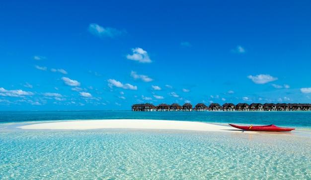 エキゾチックなビーチ。夏の旅行と観光、休暇先のコンセプト。