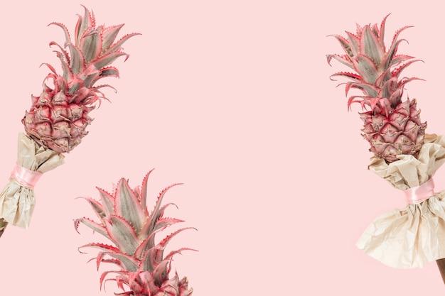 이국적인 꽃 핑크에 난쟁이 장식용 파인애플