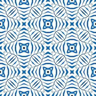エキゾチックなシームレスパターン。ブルーのファインボホシックな夏のデザイン。夏のエキゾチックなシームレスボーダー。テキスタイルレディシンメトリープリント、水着生地、壁紙、ラッピング。