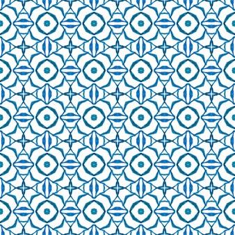 エキゾチックなシームレスパターン。青いかわいい自由奔放に生きるシックな夏のデザイン。テキスタイルレディシンメトリープリント、水着生地、壁紙、ラッピング。夏のエキゾチックなシームレスボーダー。