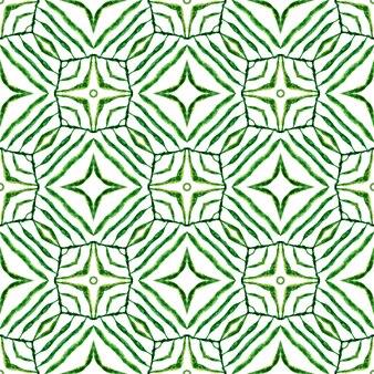エキゾチックなシームレスパターン。緑の理想的な自由奔放に生きるシックな夏のデザイン。夏のエキゾチックなシームレスボーダー。テキスタイルレディの素晴らしいプリント、水着生地、壁紙、ラッピング。