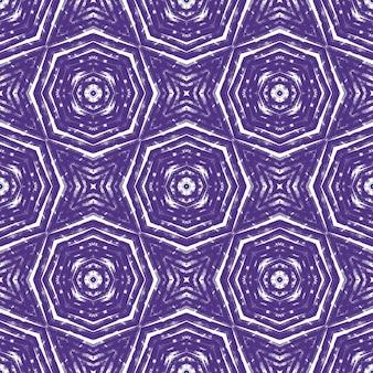 Экзотический бесшовный образец. фиолетовый симметричный фон калейдоскопа. готовый текстиль с красивым принтом, ткань для купальных костюмов, обои, упаковка. летние купальники экзотического бесшовного дизайна.