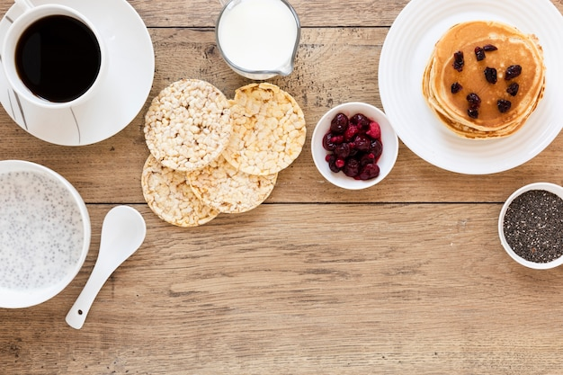 Expanded rice pancakes and coffee