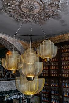Дорогая шикарная люстра в ресторане модный дизайн люстры дизайн интерьера современный