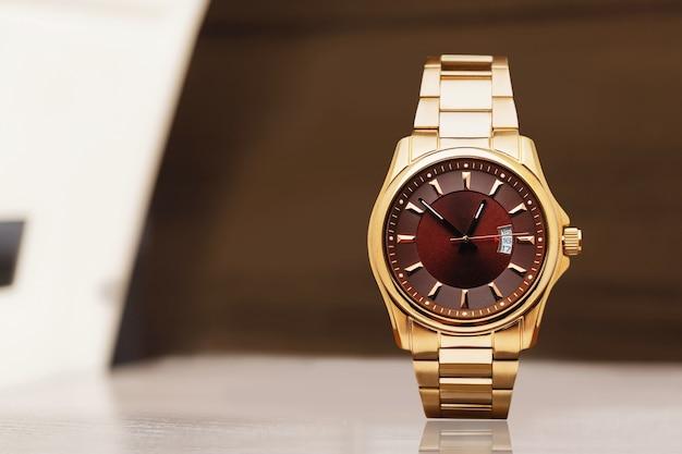 값비싼 프레젠터블 손목시계 롤렉스. 모스크바의 명품 매장 롤렉스.
