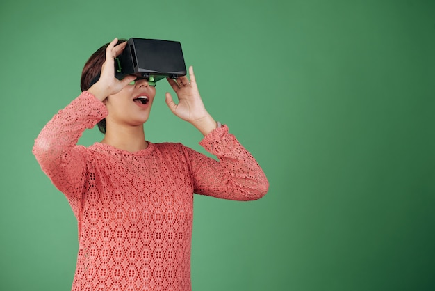 Experiencing virtual reality