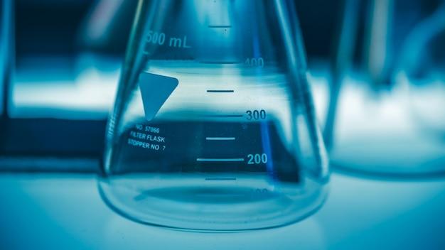 Экспериментальный испытательный стакан с белой шкалой
