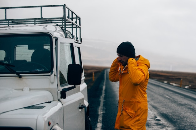아이슬란드를 탐험하며 자연을 발견 한 아이슬란드를 여행합니다.