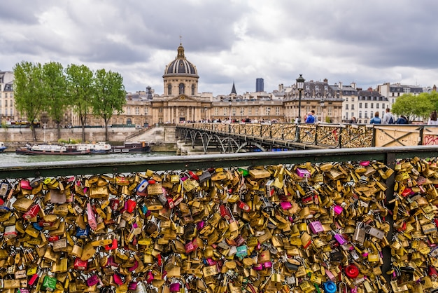 数日以内にパリの観光スポットを探索する