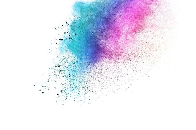 Взрыв цветного порошка на белом фоне.