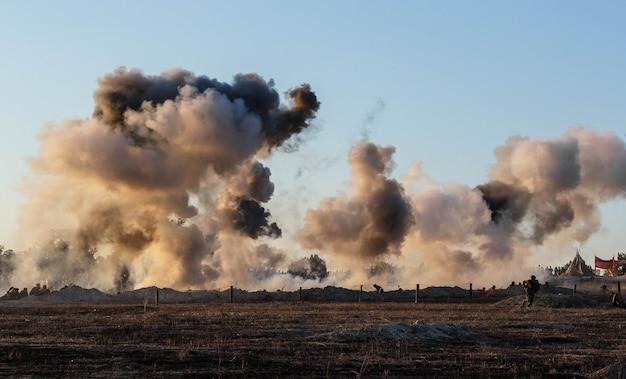 포탄과 폭탄의 폭발, 연기