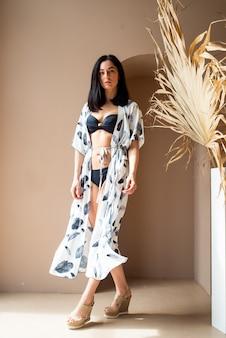 비키니 포즈 표현 아름다운 여자