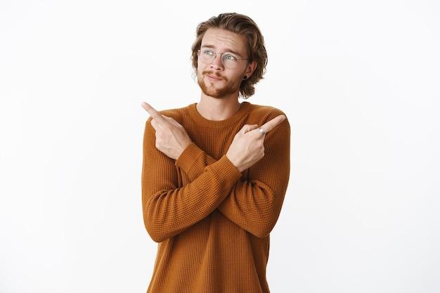 Uomo barbuto rosso espressivo