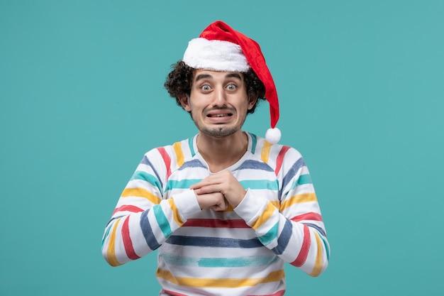 冬休みのポーズをとる表現力豊かな青年