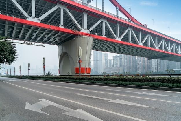 Скоростная автомагистраль и мост тиецзя в чунцине, китай