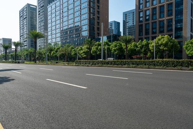 고속도로 배경 및 도시 스카이 라인