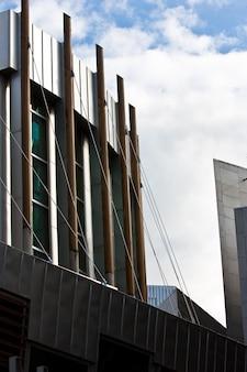Внешний вид современного здания: парламент эдинбурга